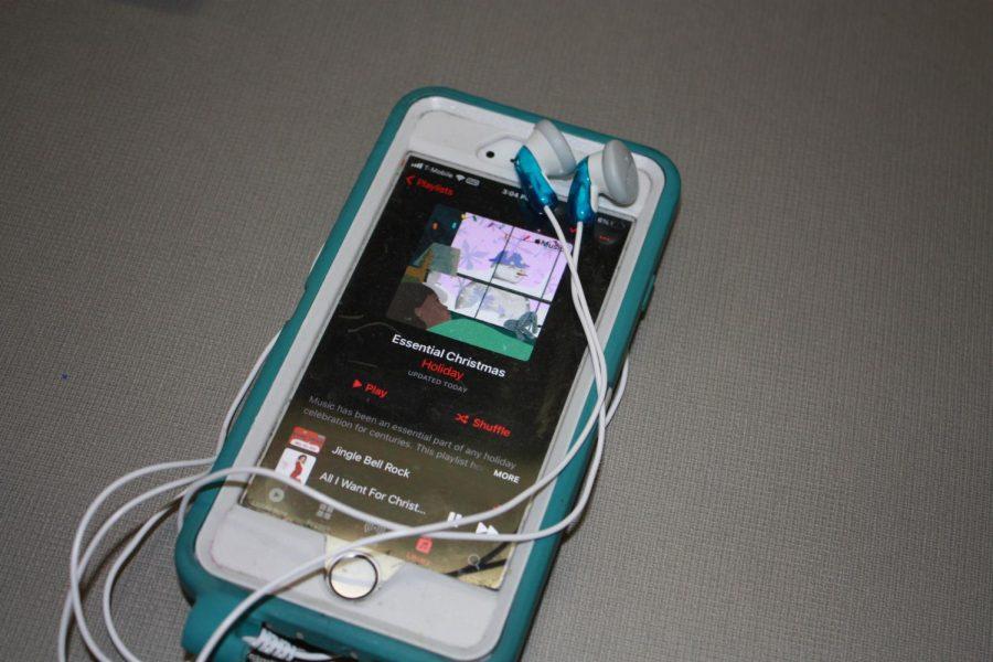 Chrismas+songs+playlist+on+a+phone