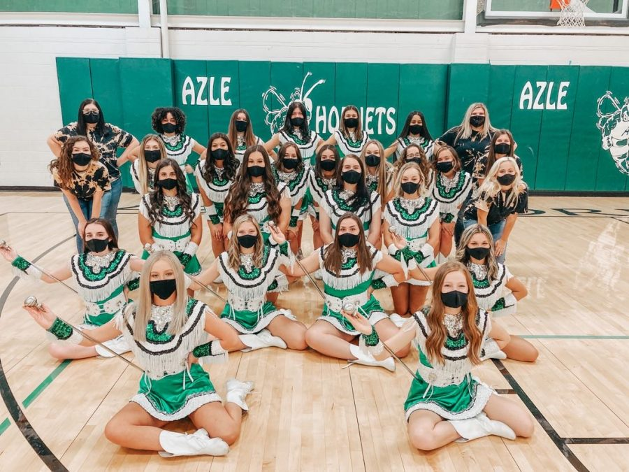 The Emerald Dazzlers pose for a team photo.